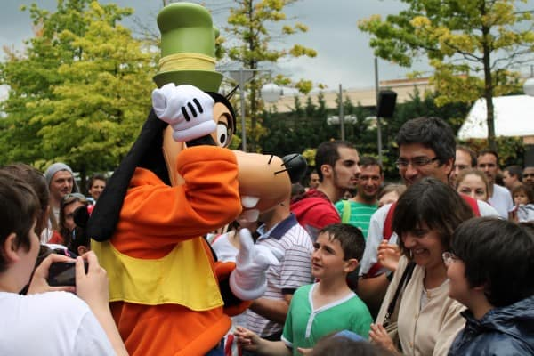 Goofy roaming free in Walt Disney Studios