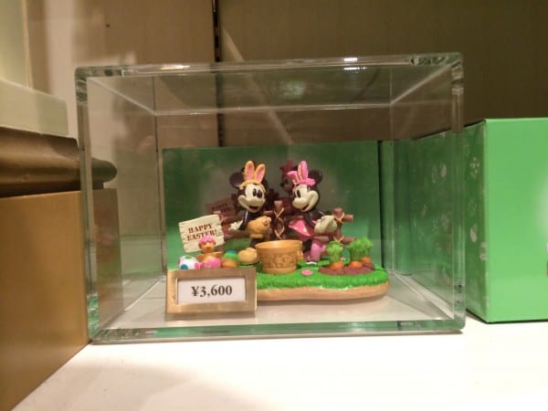 Mickey & Minnie Easter Statue
